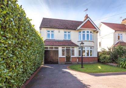 5 Bedrooms Detached House for sale in Rayleigh, Essex, Uk