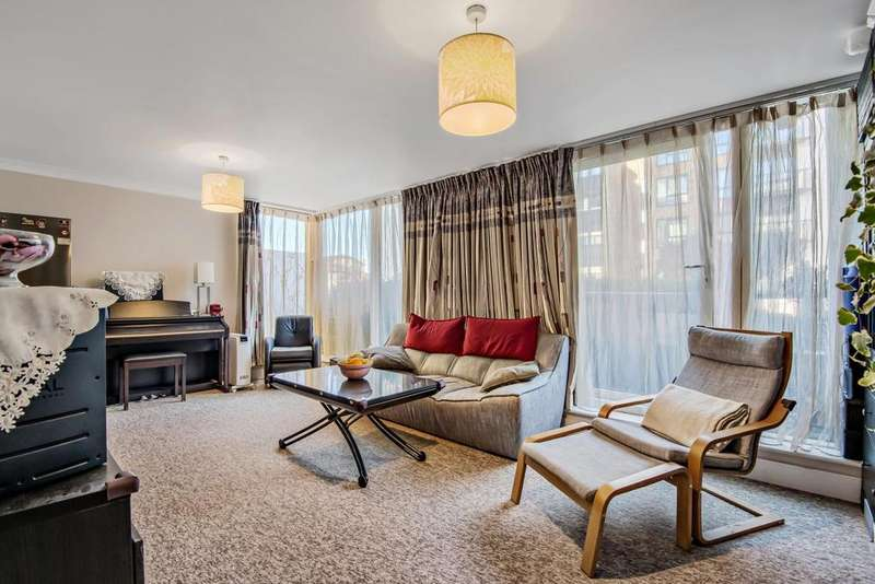 2 Bedrooms Flat for sale in Boardwalk Place, Canary Wharf