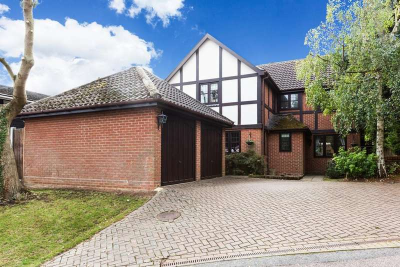 5 Bedrooms Detached House for sale in Green Trees, Epping, CM16
