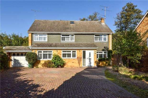 7 Bedrooms Detached House for sale in Weybridge Mead, Yateley, Hampshire