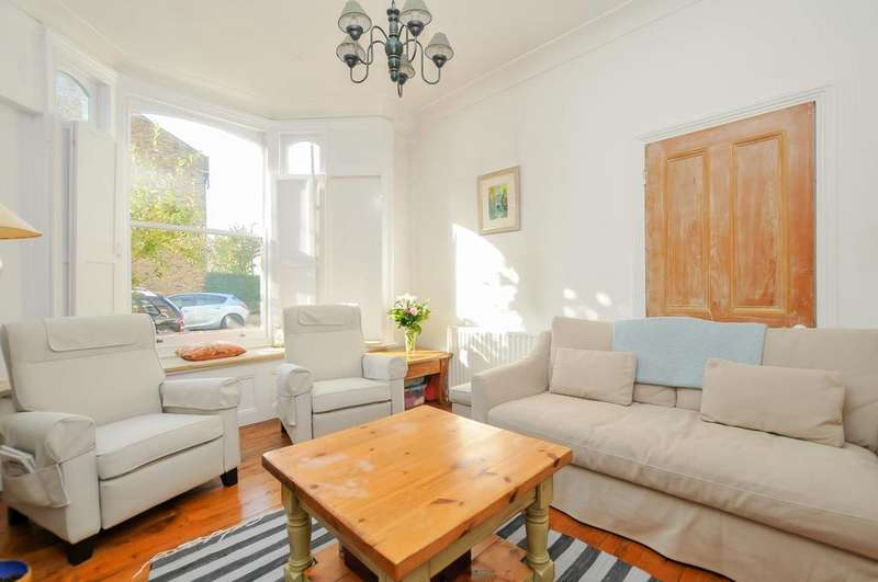 3 Bedrooms Terraced House for sale in Dumont Road, London