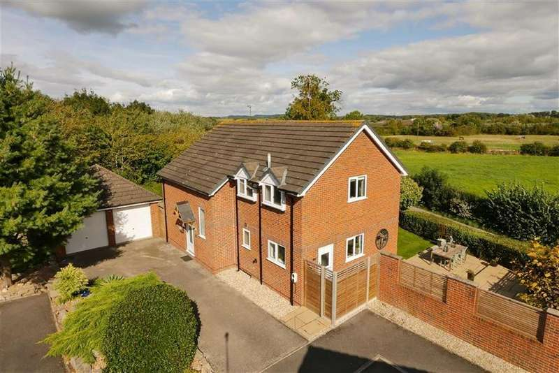 4 Bedrooms Detached House for sale in Emral Court, Worthenbury, LL13