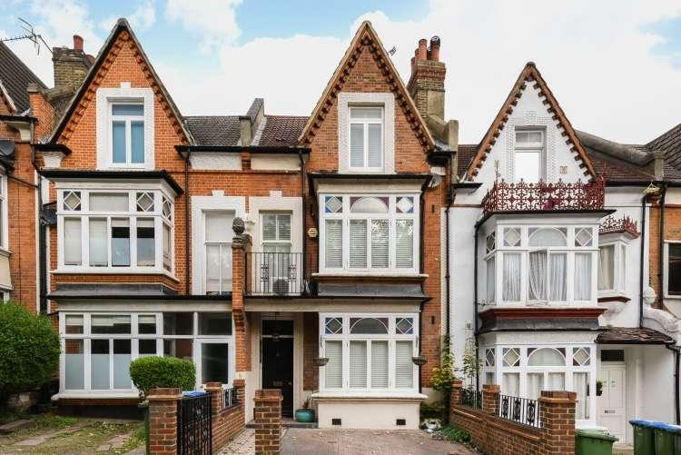 4 Bedrooms Terraced House for sale in Wellington Gardens London SE7