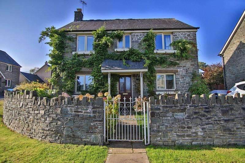 4 Bedrooms Detached House for sale in Canal Close, Llangattock, Crickhowell