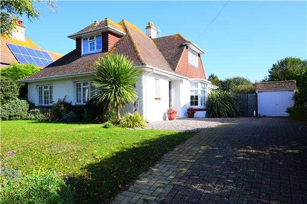 3 Bedrooms Detached House for sale in Richmond Road, BEXHILL-ON-SEA, East Sussex, TN39 3DN