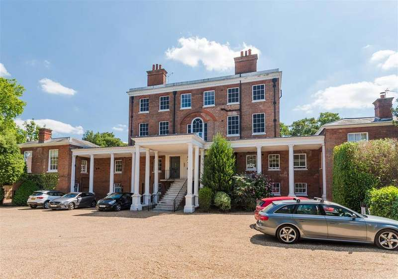2 Bedrooms Maisonette Flat for sale in Ray Park Avenue, Maidenhead