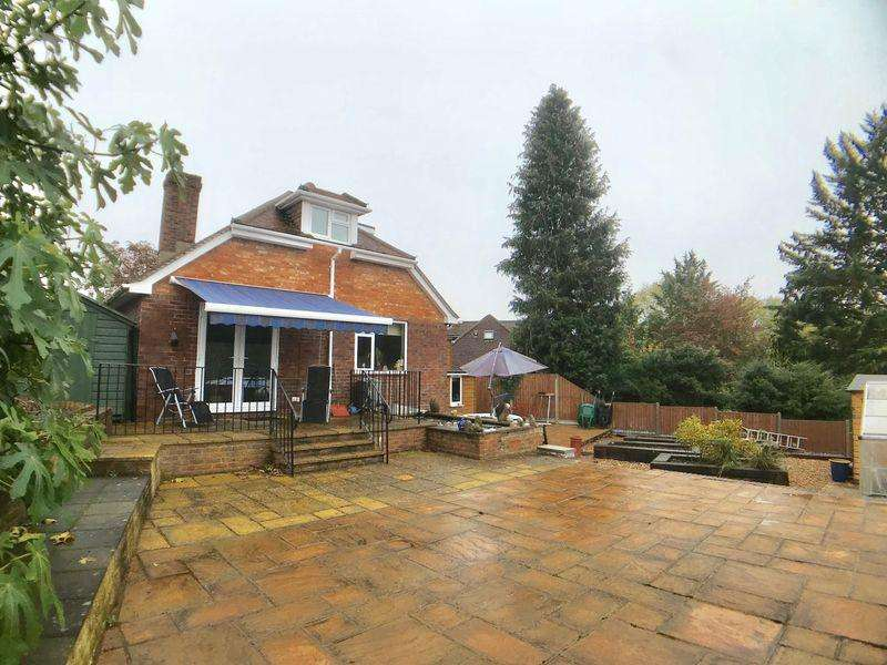 4 Bedrooms Detached Bungalow for sale in Totteridge, High Wycombe
