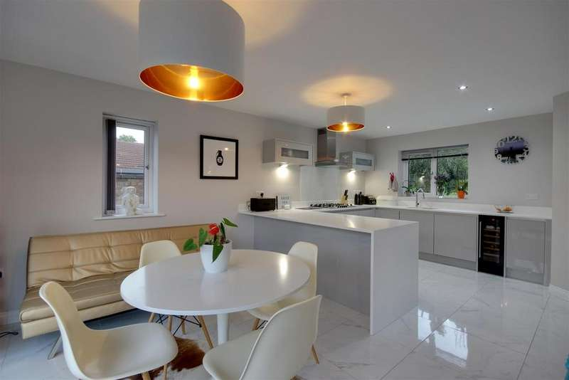 4 Bedrooms Detached House for sale in The Coachings, Hessle