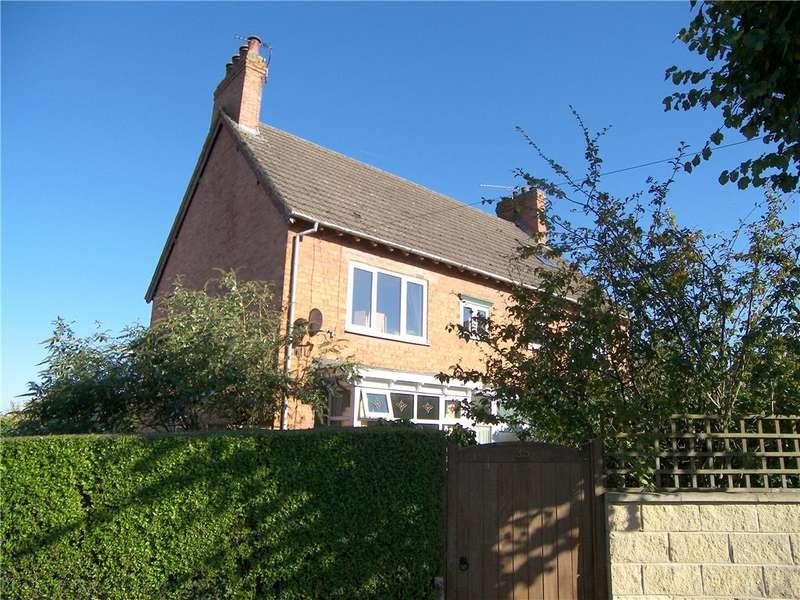 3 Bedrooms Semi Detached House for sale in Limes Avenue, Alfreton, Derbyshire, DE55