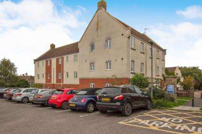 2 Bedrooms Flat for sale in Leaze Close, Thornbury
