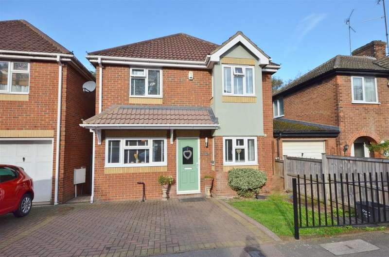 4 Bedrooms Detached House for sale in Pomfret Avenue, Close to the Town Centre