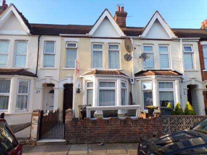 3 Bedrooms Terraced House for sale in Preston Road, Queens Park, Bedford