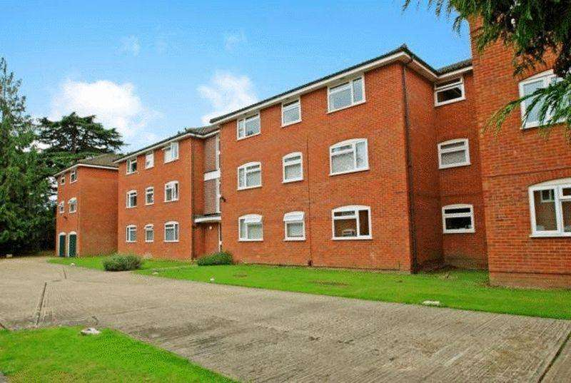 2 Bedrooms Apartment Flat for sale in Cobblers Close, Blackpond Lane, Farnham Royal, Buckinghamshire SL2