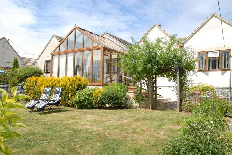 4 Bedrooms Detached Bungalow for sale in Burcombe Road, Chalford Hill, Stroud