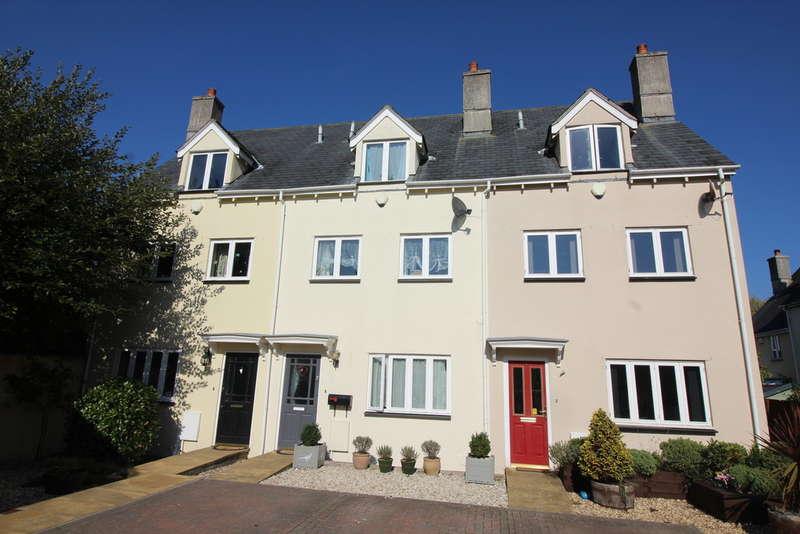 4 Bedrooms Terraced House for sale in Half Moon Court, Buckfastleigh