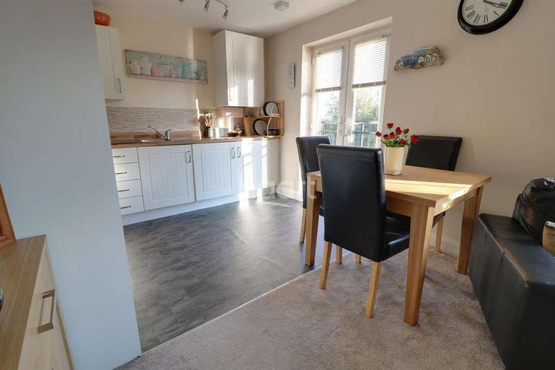 2 Bedrooms Flat for sale in Allenby Close, Lincoln