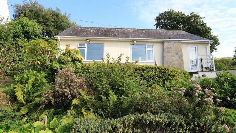 2 Bedrooms Detached Bungalow for sale in Bryn Carreg, Ffordd y Coleg, Llwyngwril, Gwynedd LL37