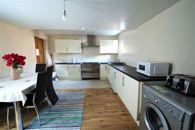 3 Bedrooms Semi Detached House for sale in Woodhill, Woolwich, London, SE18