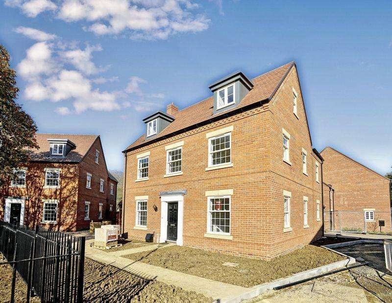 5 Bedrooms Detached House for sale in Brampton Park, Brampton
