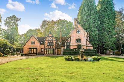 5 Bedrooms Detached House for sale in East Wellow, Romsey, Hampshire