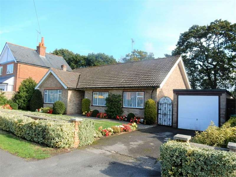 3 Bedrooms Detached Bungalow for sale in Park Road, SANDHURST, Berkshire