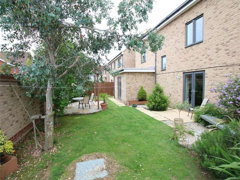 5 Bedrooms Semi Detached House for sale in Loves Farm, ST NEOTS