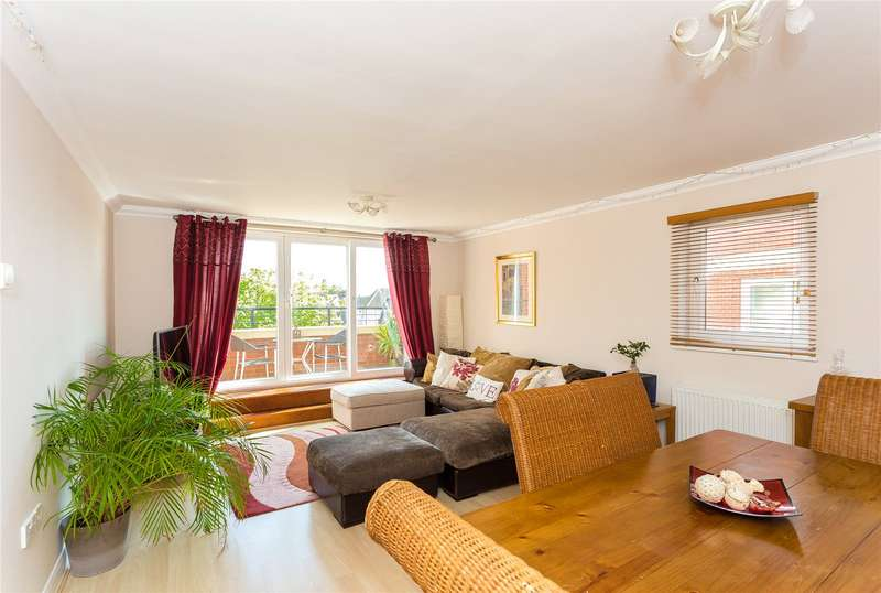 3 Bedrooms Flat for sale in Penn Place, Northway, Rickmansworth, Hertfordshire, WD3