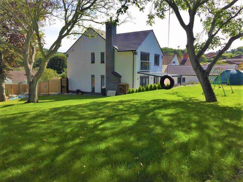 4 Bedrooms House for sale in Dolwen Road, Old Colwyn
