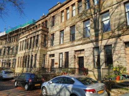 2 Bedrooms Flat for sale in Walmer Crescent, Glasgow