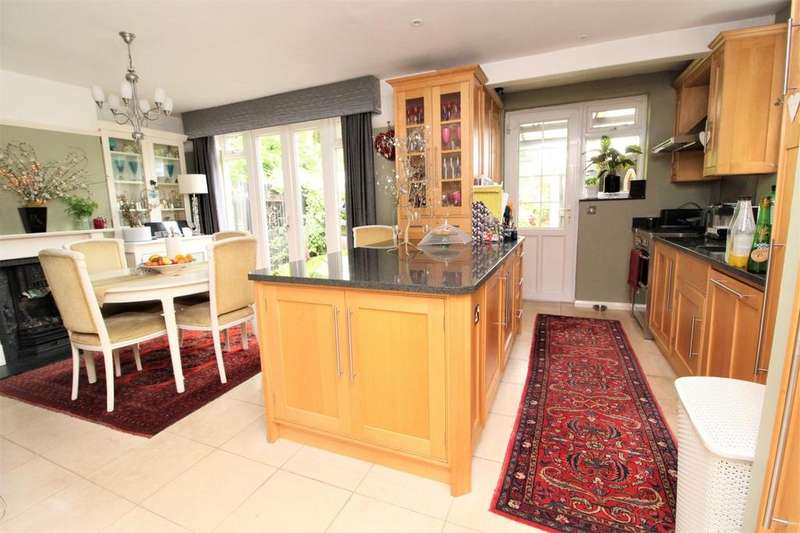 3 Bedrooms Semi Detached House for sale in Shenfield Crescent, Brentwood, Essex, CM15