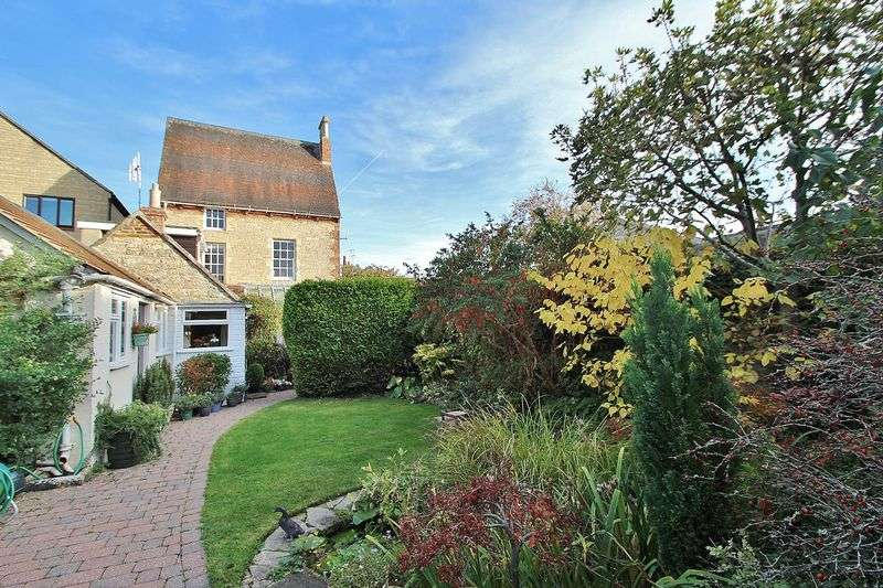 4 Bedrooms Property for sale in 2 Gloucester Place, Witney