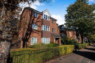 2 Bedrooms Flat for sale in Holm Court, le May Avenue, Grove Park
