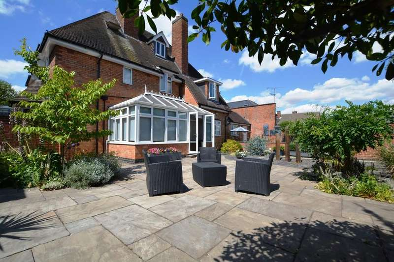 5 Bedrooms Detached House for sale in 19 Friary Road, Newark, Nottinghamshire
