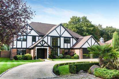 5 Bedrooms Detached House for sale in Birch Mead, Farnborough Park