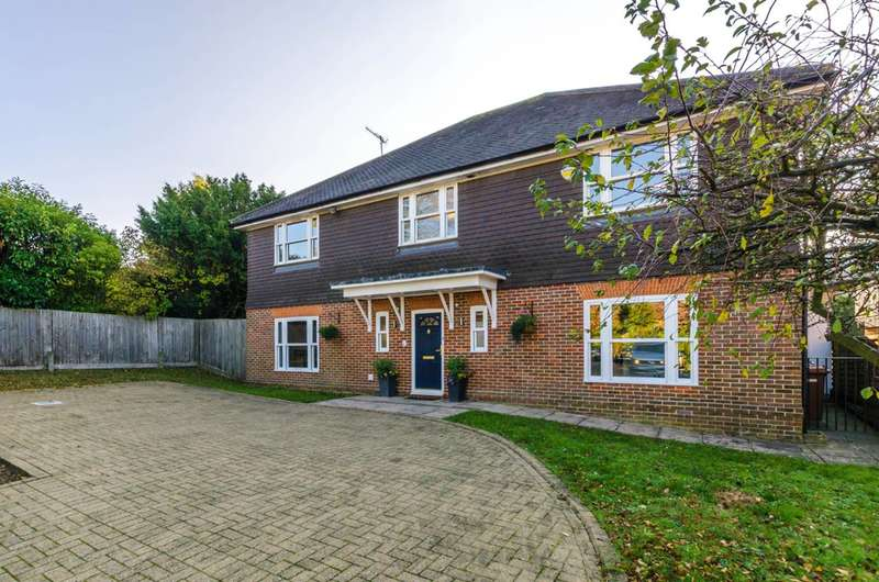 5 Bedrooms Detached House for sale in Chartwell Place, Harrow on the Hill, HA2