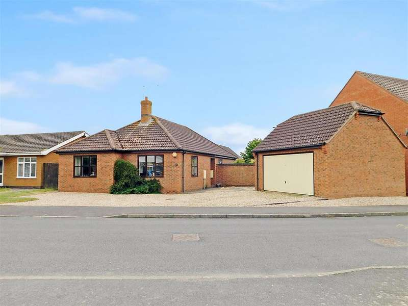 3 Bedrooms Detached Bungalow for sale in Precinct Crescent, Skegness, PE25 3AL