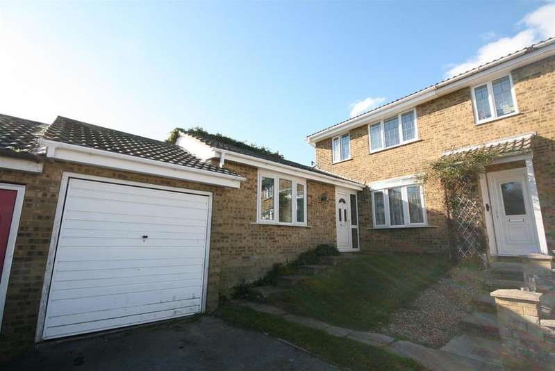4 Bedrooms Semi Detached House for sale in Berry Close, PEACEHAVEN
