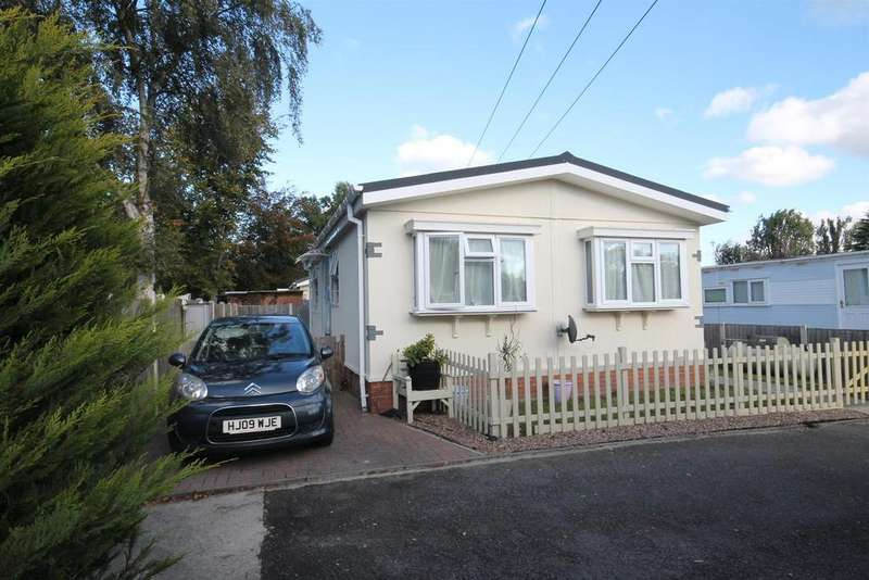 2 Bedrooms Park Home Mobile Home for sale in Hawley Lane, Farnborough
