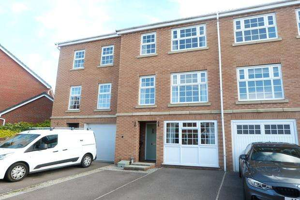 3 Bedrooms Terraced House for sale in Fleming Drive, Melton Mowbray, LE13