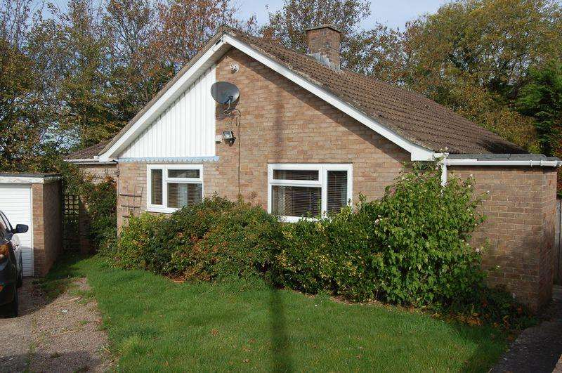 3 Bedrooms Bungalow for sale in Hillcrest Road Wyesham NP25 3LH