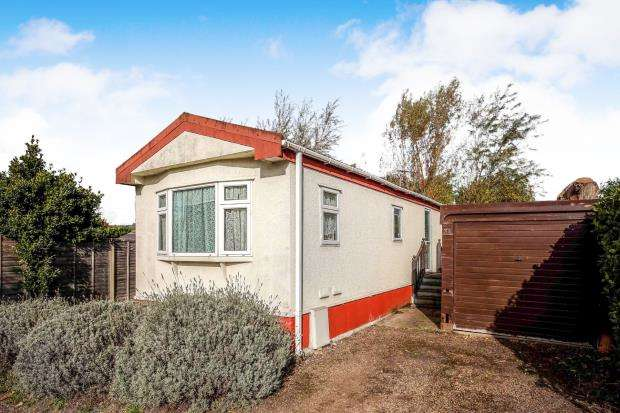 2 Bedrooms Mobile Home for sale in Gambles Lane, Ripley, Surrey