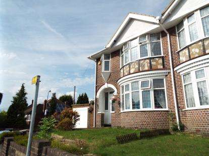 House for sale in Stockingstone Road, Luton, Bedfordshire