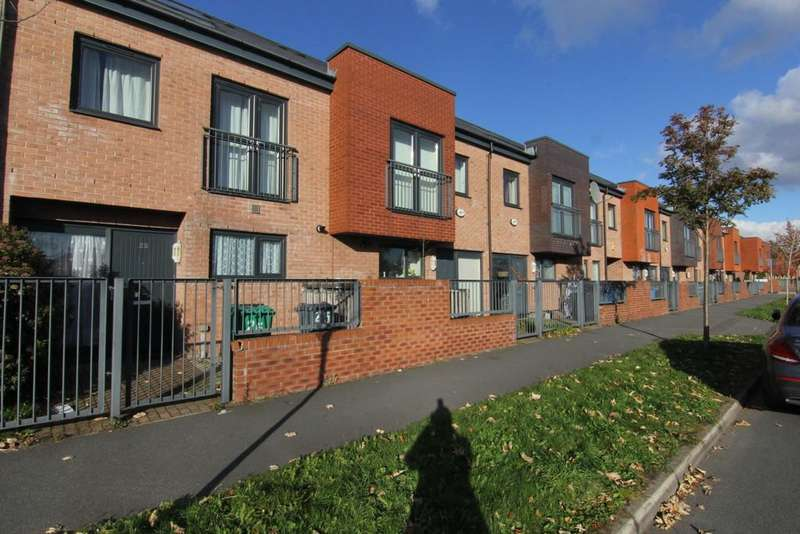 2 Bedrooms Town House for sale in Silverlace Avenue, Manchester