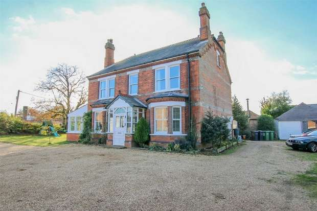 5 Bedrooms Detached House for sale in The Limes, South Wootton
