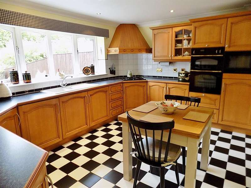 3 Bedrooms Detached Bungalow for sale in St. Austell Close, Stainton Manor, Middlesbrough, TS8 9NQ