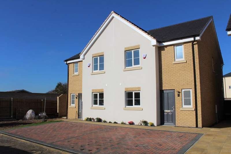 3 Bedrooms Semi Detached House for sale in Potton Road, Biggleswade, Bedfordshire, SG18
