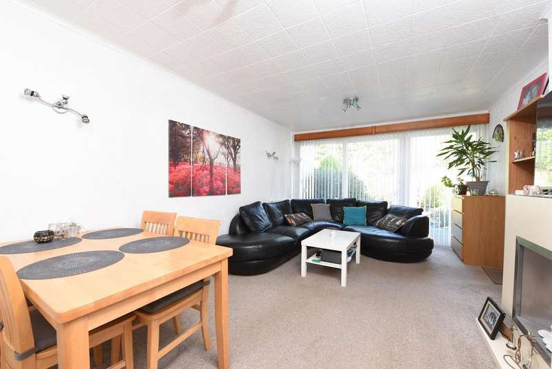 2 Bedrooms Semi Detached Bungalow for rent in Robins Bow, Camberley GU15