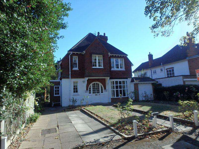 5 Bedrooms Detached House for sale in Kingsdown Road, Epsom