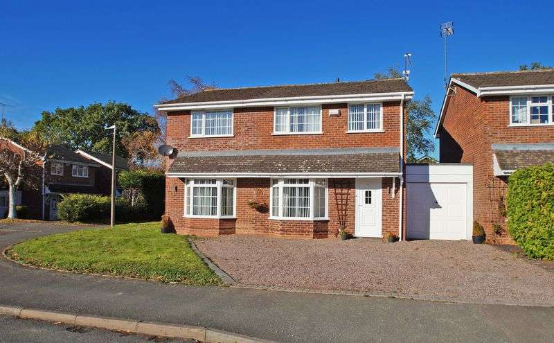 4 Bedrooms Property for sale in Hollyberry Close Winyates Green, Redditch