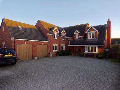 5 Bedrooms Detached House for sale in Breach Lane, Breach Lane, Earl Shilton, Leicester